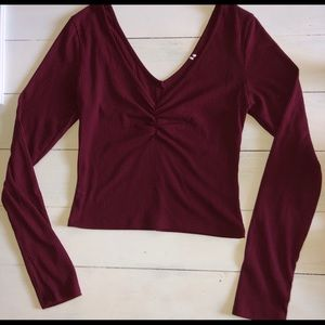 Maroon long sleeve crop w/ ruching in the middle